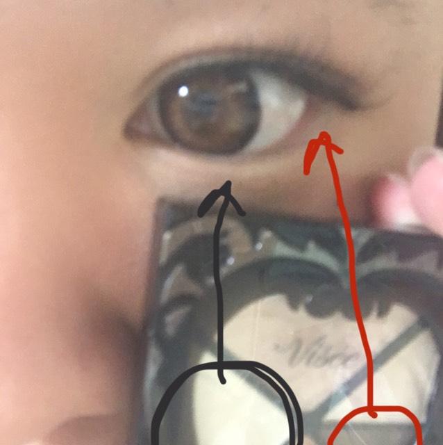 涙袋は、白いシャドーを塗り塗り、目尻の方に暗い茶色を塗り塗りして、眉毛アイブローで影を作ります⭐️