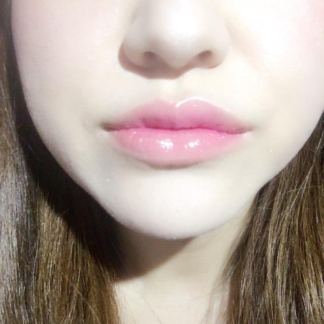 上も塗るとこうなります。 口を閉じたところに人工的な影を作るイメージです。 オルチャンメイクの応用。