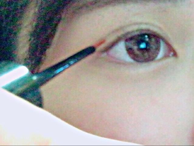 ① 2重記念美で 目の彫りをくっきりさせるためにします