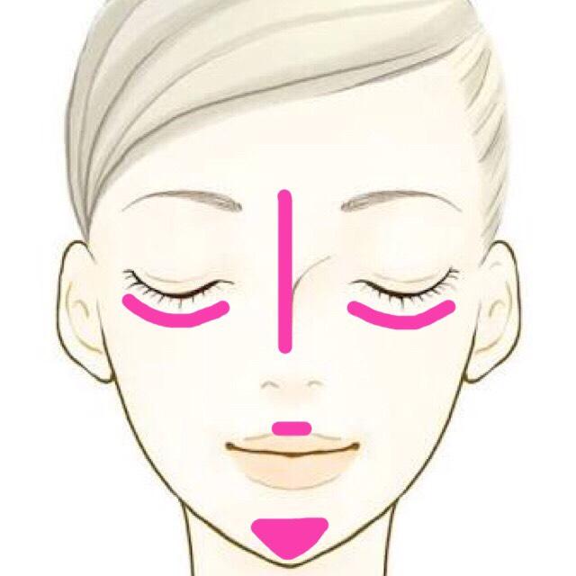 ハイライトは鼻筋目の下 唇の上顎先にのせます◎
