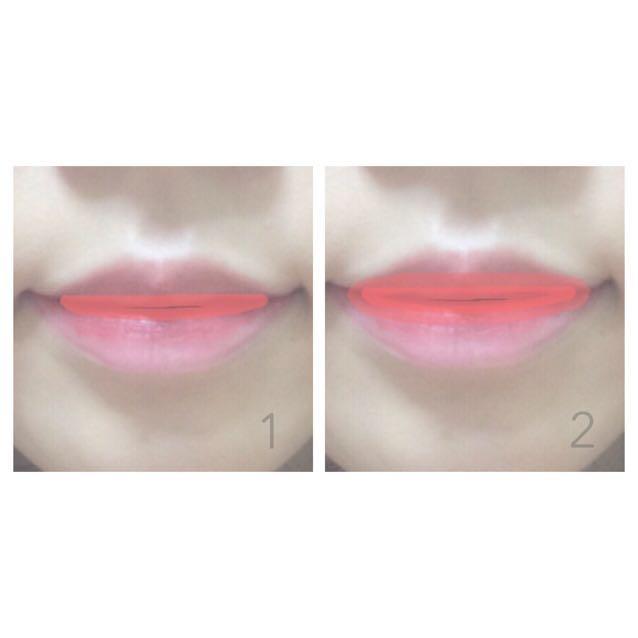 1.唇の内側から4分の1位のところに乗せる 2.指で2分の1位のところまで広げていく