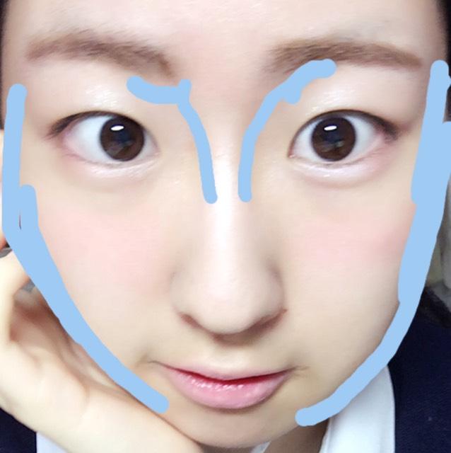 シェーディングを 画像の青の位置に入れます  ノーズシャドーは 鼻の真ん中らへんで 止めてぼかすと  鼻が長くではなく 小さく見える♡  写真は立体感が 何よりも大切です♡