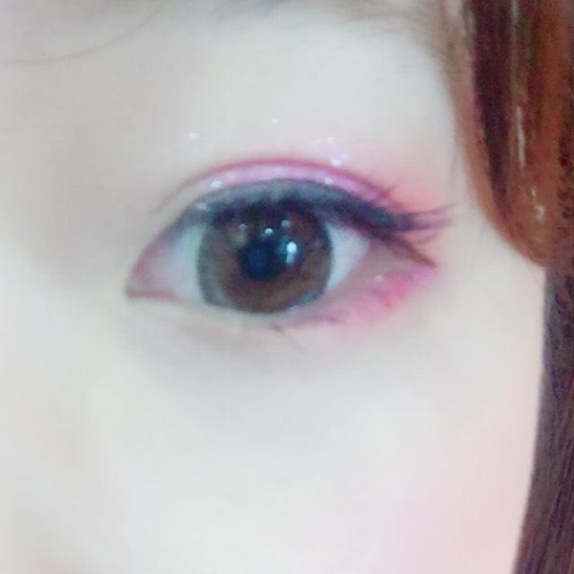ピンクアイメイク。