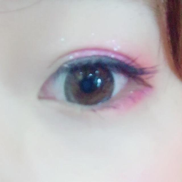 下まぶたの目尻側三分の二くらいまで、マジョマジョの単色ピンクシャドウをいれます!完成♡