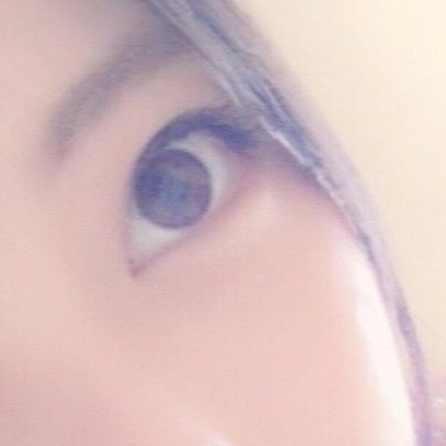 接著畫眼影。