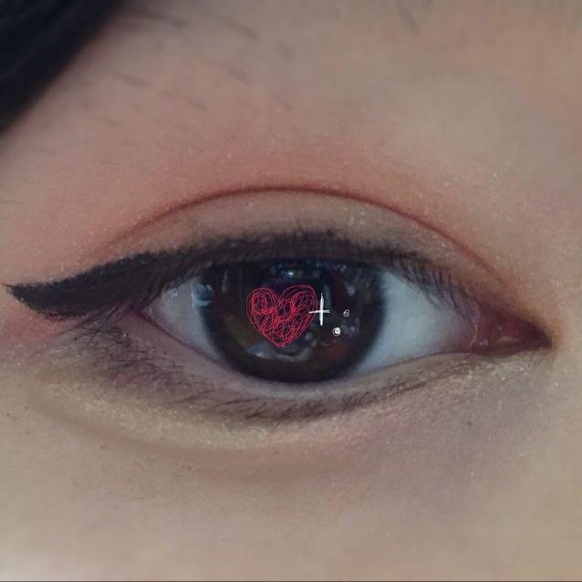 最後に、目頭にピンクチークを指で塗ります(綿棒でやるのもアリ◎)  マスカラは今回使ってません!