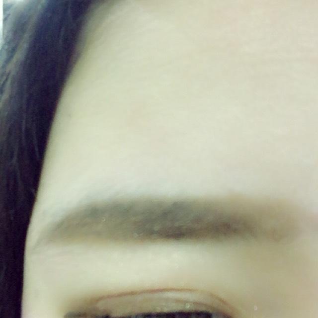 眉毛を眉尻の部分だけ書いて前にぼかしてグラデーションをつくる 眉マスカラをぬる