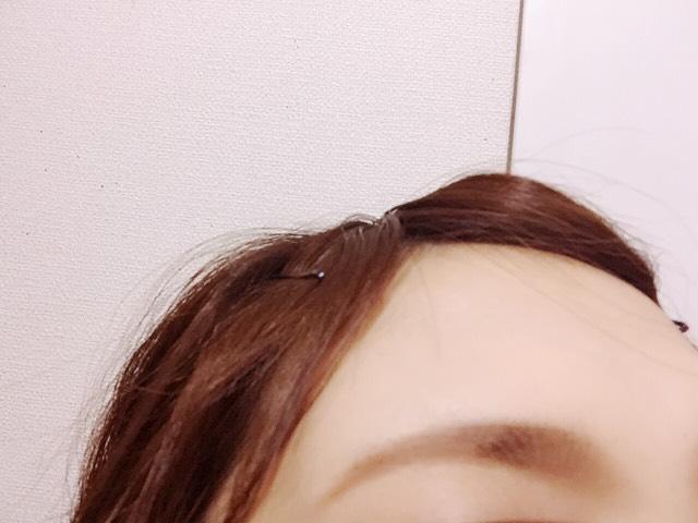その上からパウダーアイブロウを筆でのせていきます。髪色に合わせていつもアッシュブラウンで明るめにしてます。眉頭は明るいでぼかし中央は濃いブラウン、眉尻は薄いブラウンでのせていきます。