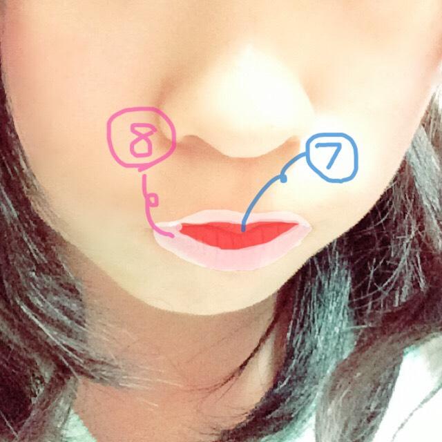 ⑦最初に、唇の中心に赤のリップを塗ります✧ベリサムだと色がとれないのでやりやすいです!