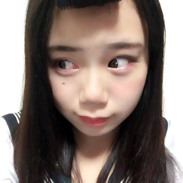 Tゾーン、目の周り、顎にハイライト チークは顔色がよくなる程度に