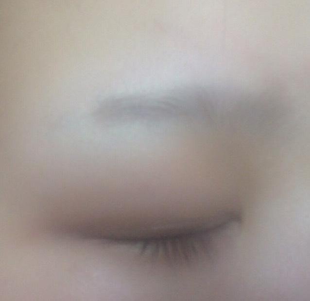 眉毛脱色。眉毛事情のBefore画像