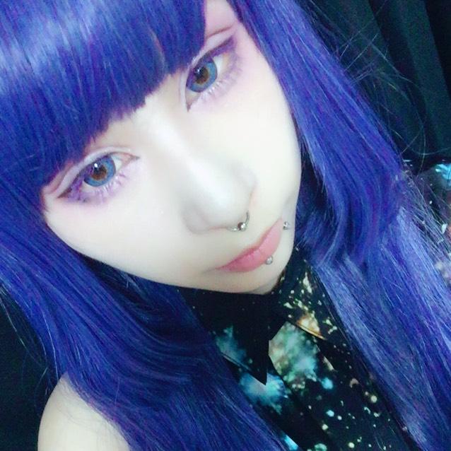 紫のマスカラ