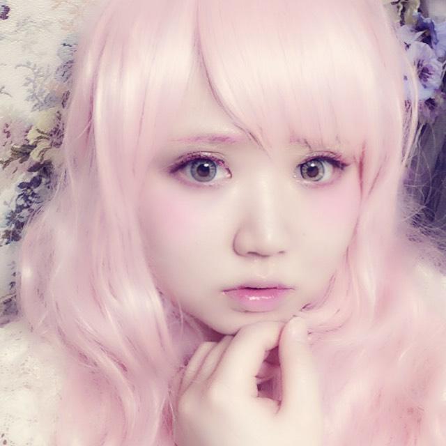ピンク色一色人魚メイク