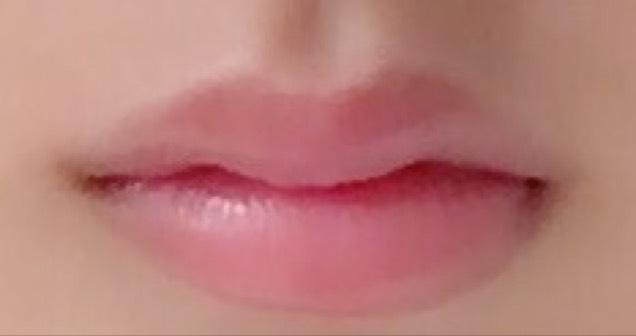 自然なぷっくり唇♡ピンクの口紅の上からグロスを薄くぬるだけ!!