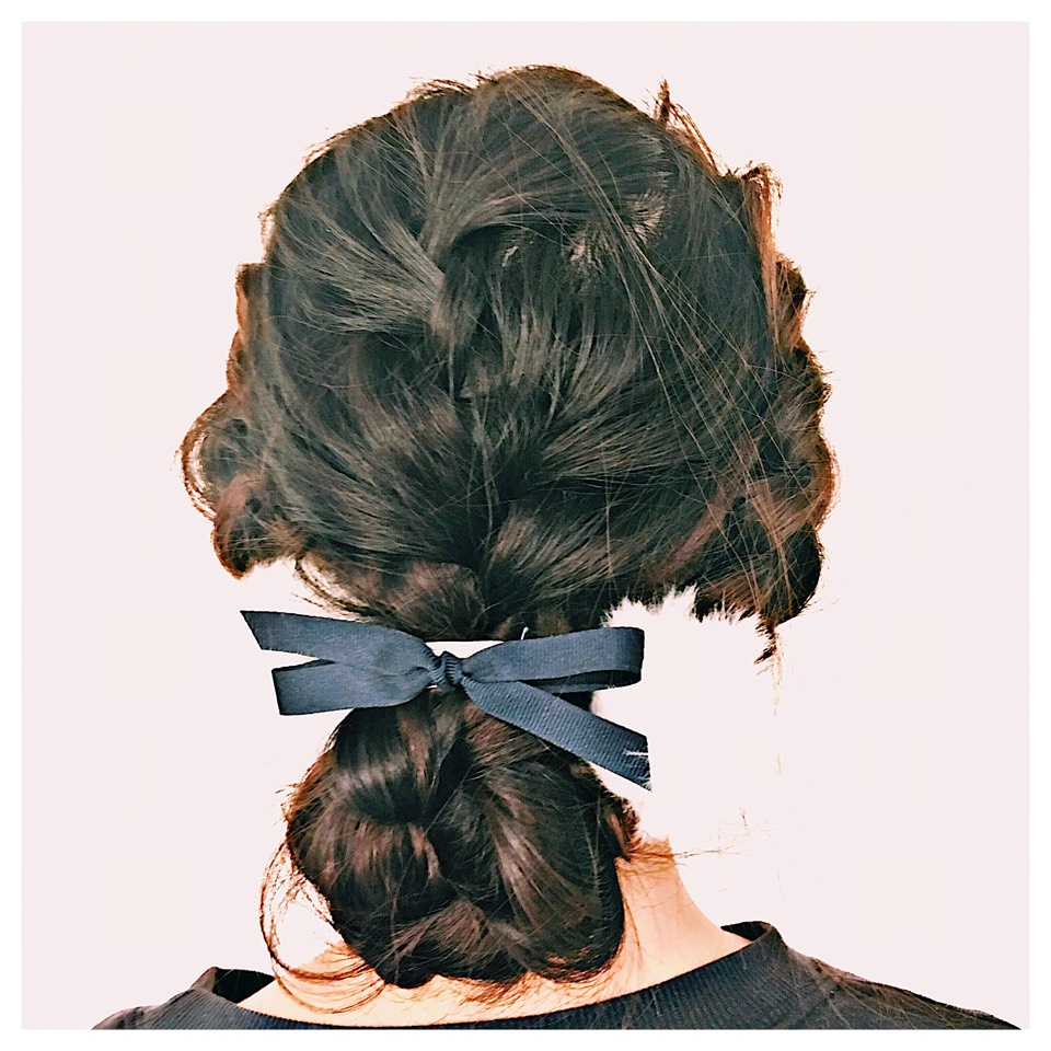 妹をヘアメイク