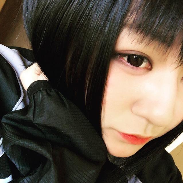 黒髪黒コンメイク