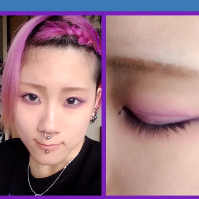 アイメイク  紫からピンクのグラデ