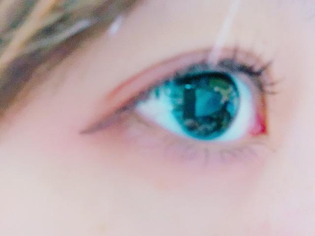 赤シャドウ 裸眼