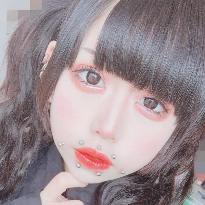 デカ目ピンク囲みメイク