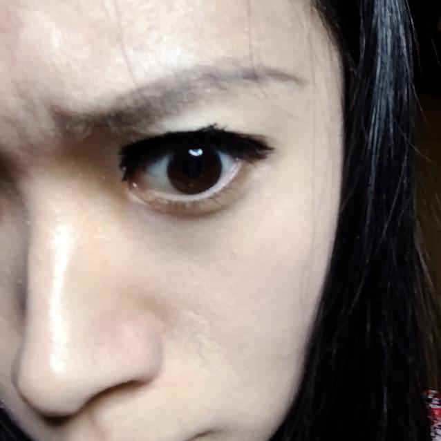 眉毛を眉頭を太く眉山から眉尻にかけては細く書く。KATE 3Dアイクリエイト EX-1で眉頭から眉山までdeep shadowを使う。