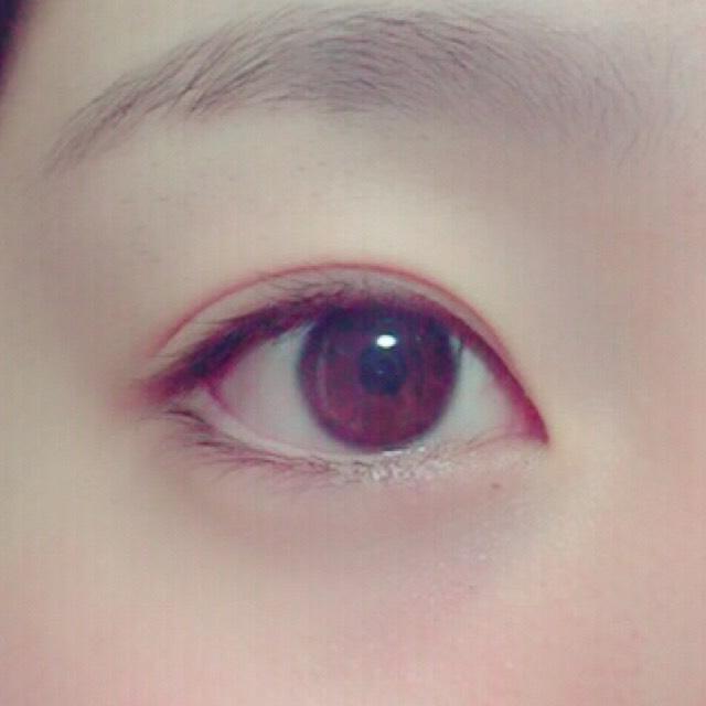 首先用Y字棒調整雙眼皮的寬度。