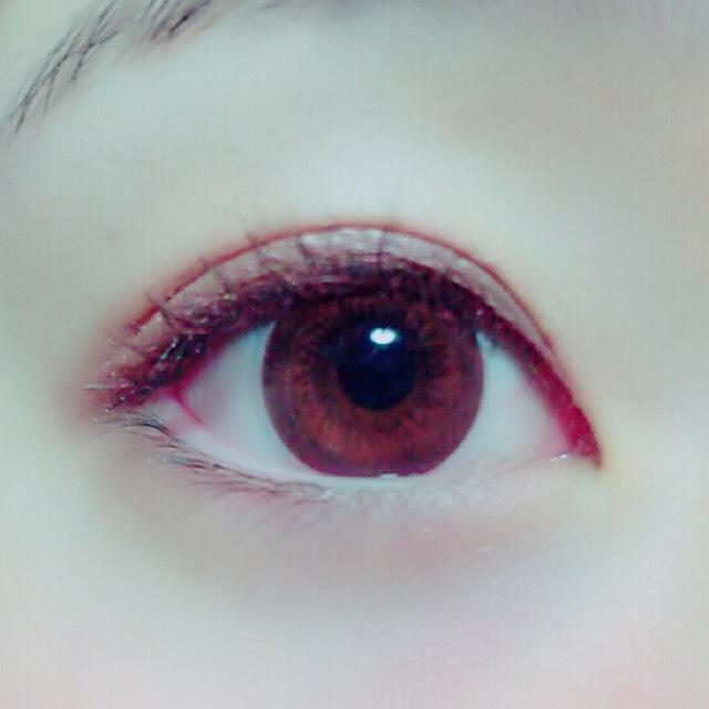 另外我是戴了美瞳,下眼瞼,下眼睫毛,下眼線上妝後用雙眼皮膠水的。睫毛膏是在雙眼皮膠水之後使用的。
