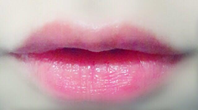剥がしてヴァセリンを塗って完成☆ 5分なので、血色のいい唇になりました! これだったら規則の厳しい学校でも誤魔化せれるかもしれません笑  リップを塗り直す暇がない時とかにオススメです◎
