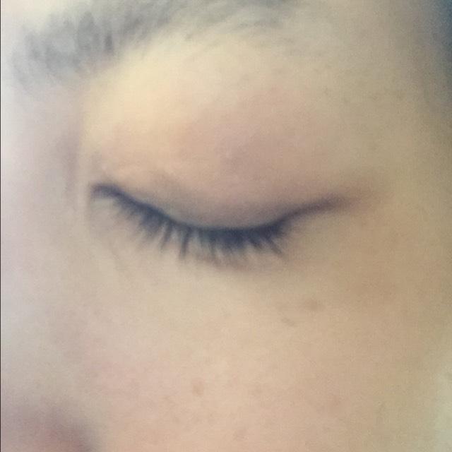 目全体に薄い色からぼかすようにする