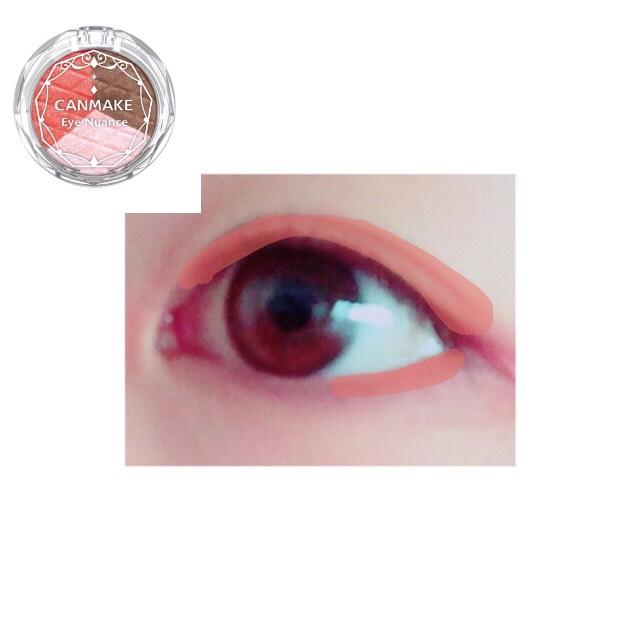 赤を二重幅にのせ、グラデーションになるように指でぼかします 目の下の3分の1にも!