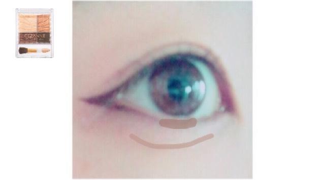左下の色を黒目の下と涙袋の線に入れます