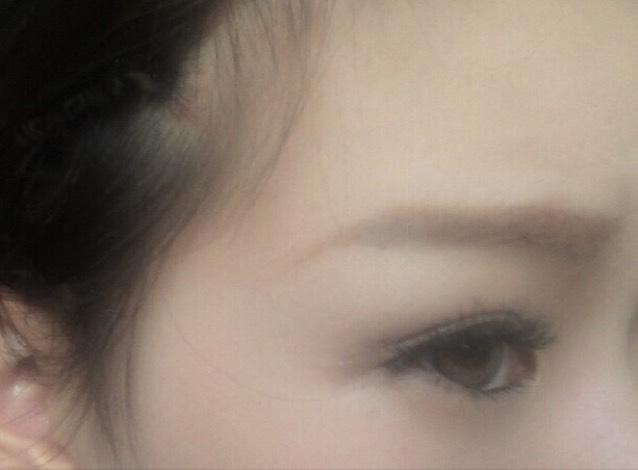 眉マスカラはピンクブラウン系を使って   眉毛の印象を優しくしてる!