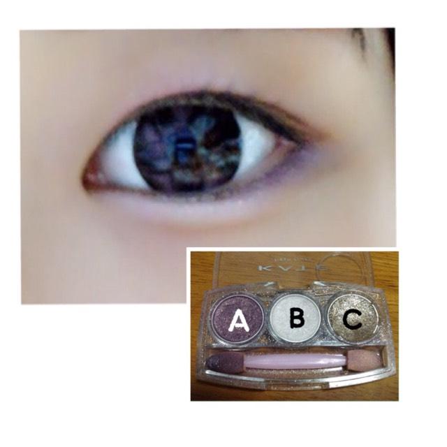 Aを、下まぶたの目尻から 目頭に向かって1/3くらいまで塗ります