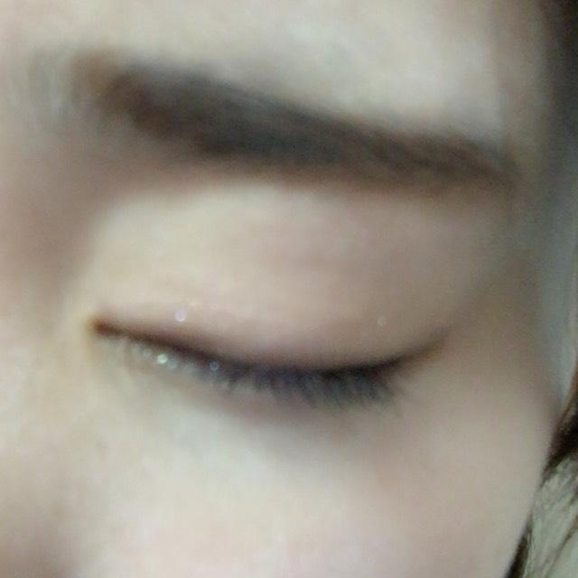 下地→BBクリーム→パウダーをして眉毛を書いてあります  まず、アイシャドウから まぶた全体にベージュ