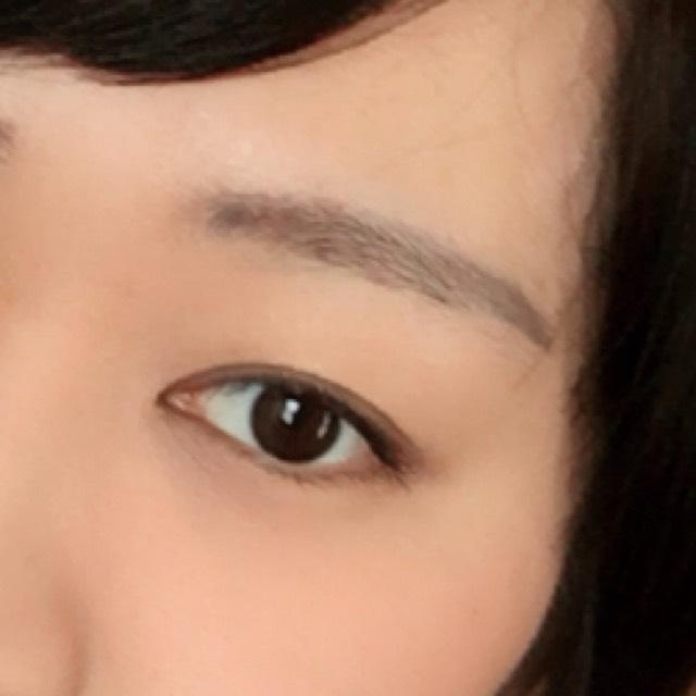 お気付きの方もいると思いますが、わたしの瞳はとても小さくて三白眼なので、上から撮ると睨んでるように見えるんです:(´◦ω◦`):