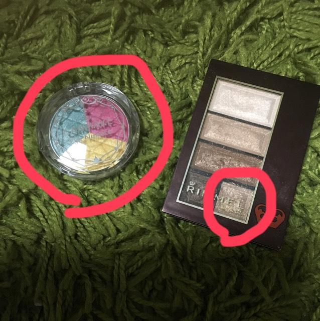 アイシャドウはキャンメイクを目頭側からピンク・イエロー・ブルー?の順でアイホールに塗ってます。 涙袋にリンメルの赤丸をしている色をのせてます。