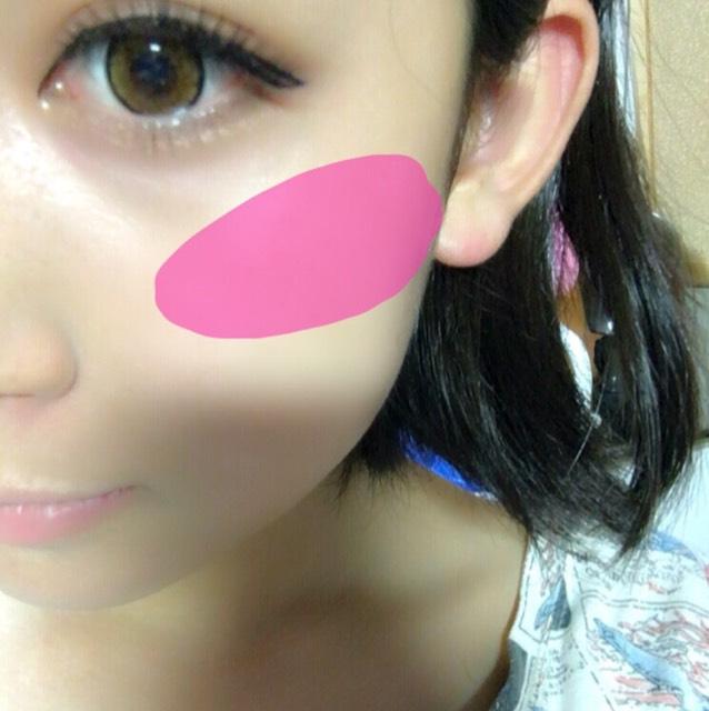 チークはピンクでこんな風にする。