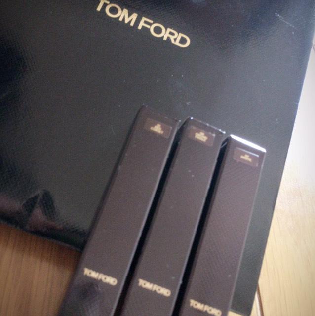 TomFordのエロティクってゆー。お色♡ かわいいっ。 めっちゃピンクやけど 使いやすい!!! しかも唇荒れないし、モチも良し♪  ほかの色も買ったのでまた、使ったら載せます!