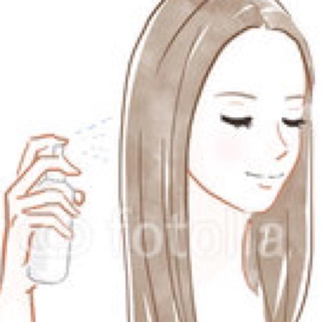 タオルで軽く水気をとった(タオルドライ)後、スプレーボトルに半分くらい精製水を入れてなくなるまで髪全体にふりかける。