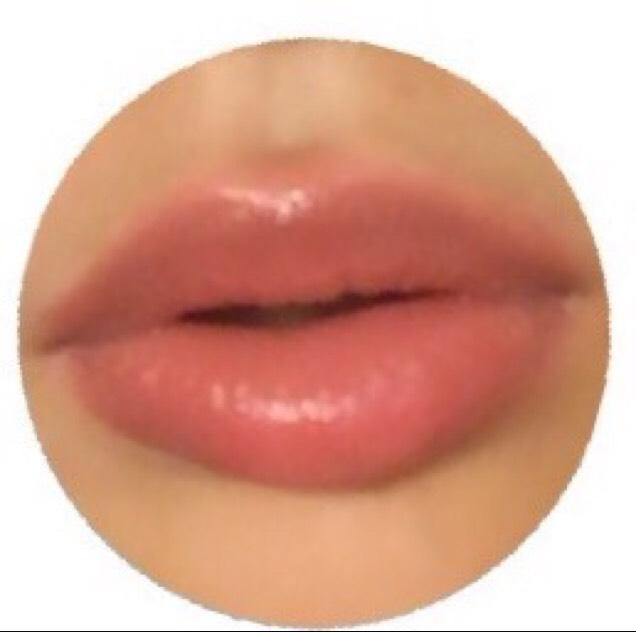 ぷるぷるたらこ唇の完成♪ 1の写真と比べればかなりふっくらした肉厚な唇に見えると思います。