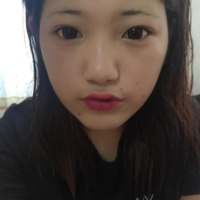 そしたらこんな風に下唇にLBの紫ぽいリップ塗ります!うんまってします!深み的なの出した!