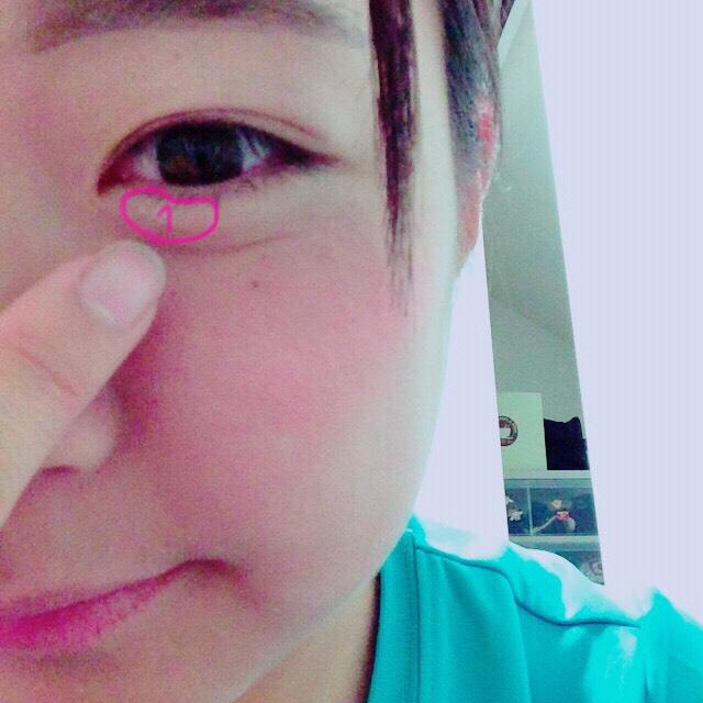 1番明るい1を目頭の下に塗れば涙袋も出来ちゃいます!