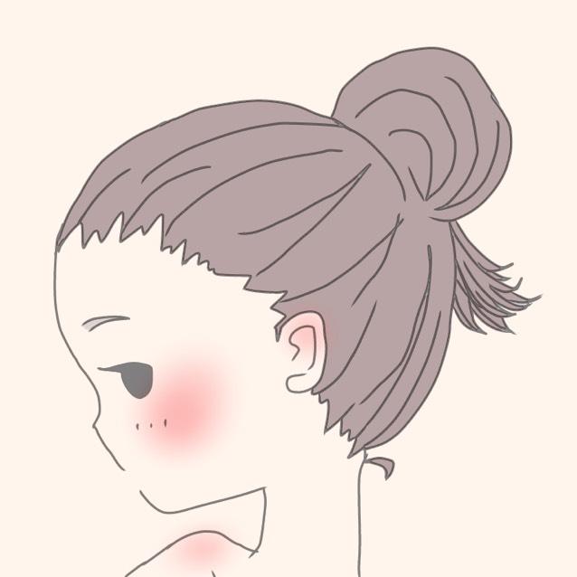 ③お団子を作ったとき、 毛先を少し長めに残しておく。  ④残しておいた毛先を 前に持ってくる。