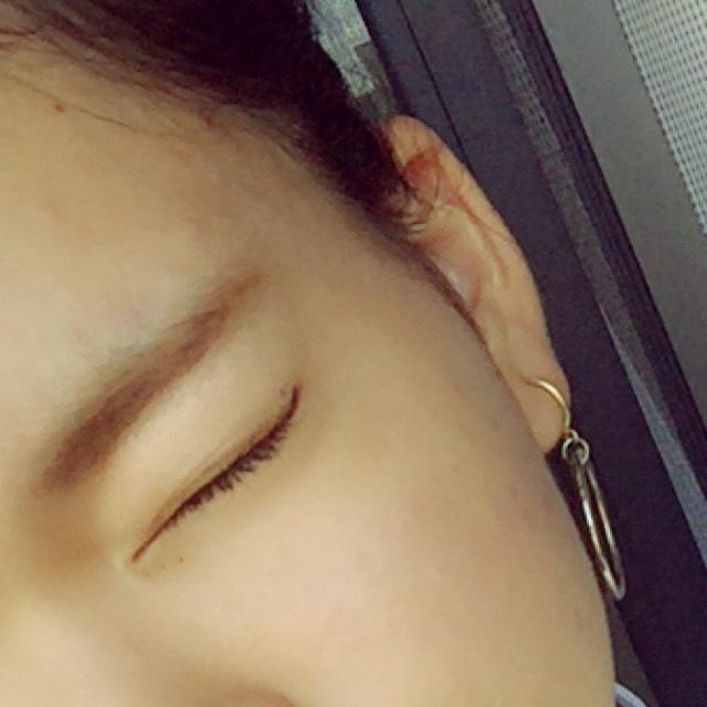 眉毛は平行にかく。 そっか眉頭らへんを濃くする