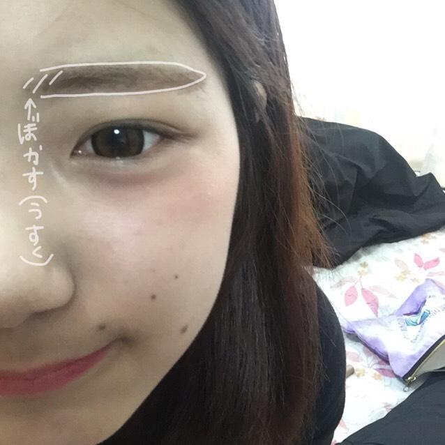 並行眉で眉頭は、ぼかしてナチュラルにします!眉マスカラも逆毛てなって戻しながら整える!