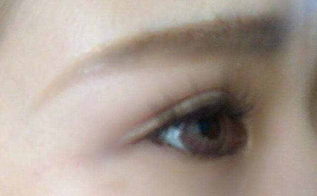 茶色のつけまつげを付けて、二重をつくる!  眉毛は目と近づけるように意識して書きました!