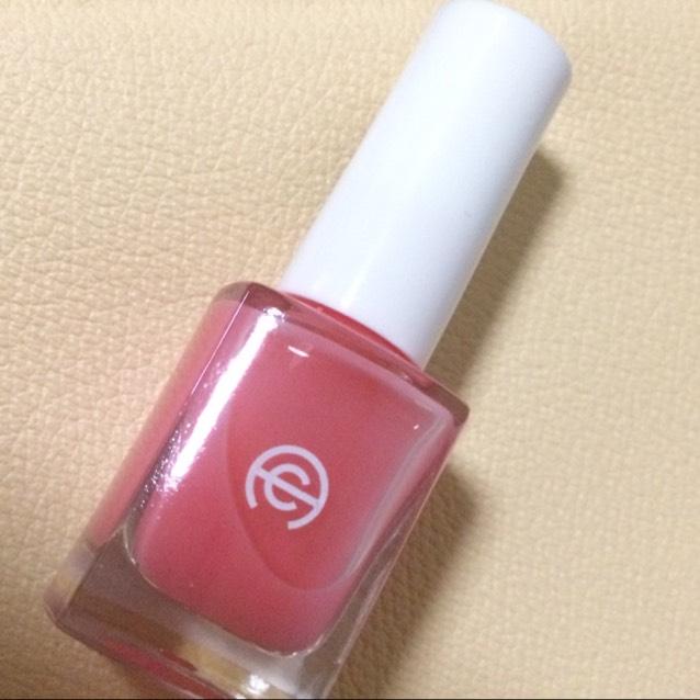 セリアの AC ネイルエナメルD 76 これ透明ピンクなんです! すごく使いやすくて、これなら誰でも絶対グラデーション出来ると思います!