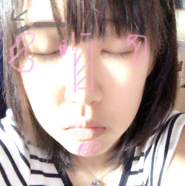 まずベースを仕上げます。 その後ピンクのゾーンをハイライトを軽く乗せます。 重要point!〇眉毛は目と平行に眉尻は下げます。