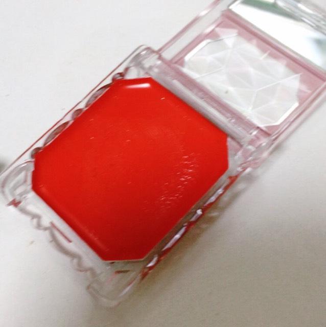 キャンメイクの リップ&チークジェル 02 写真だと赤に見えるけどめっちゃオレンジです!!