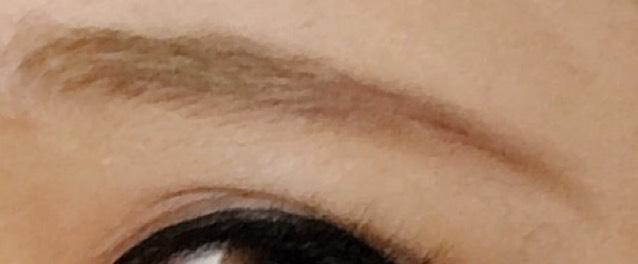 眉毛はこんな感じ。