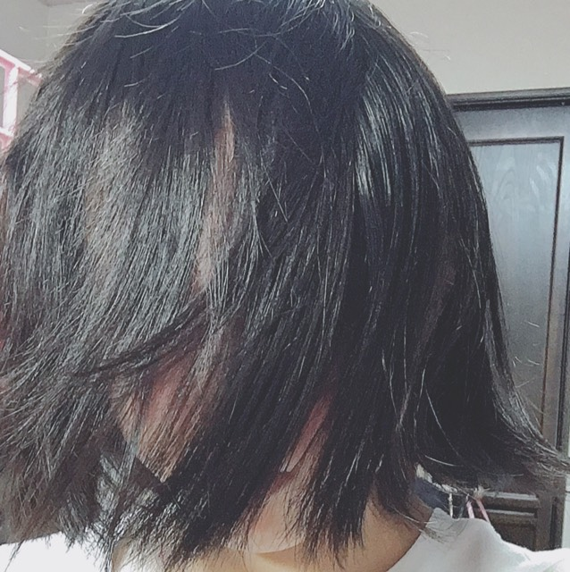 後ろから髪をとる。(ホラーなのは気にしない)